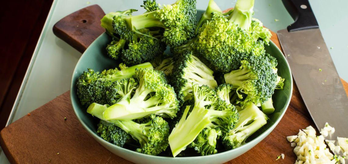 Una gran idea y receta para hoy: nuggets de brócoli (con salsa de yogur)