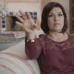 Rachel Benavidez, una de las tantas mujeres que prestan su valiente testimonio en el especial.