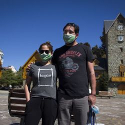 Débora y Mauro son trabajadores de la salud y resultaron los primeros turistas en la prueba piloto que comenzó Bariloche este fin de semana.