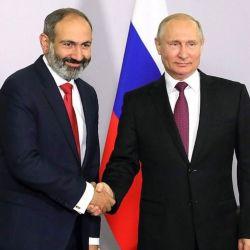Putin con el primer ministro armenio, Nikol Pashinián. | Foto:DPA