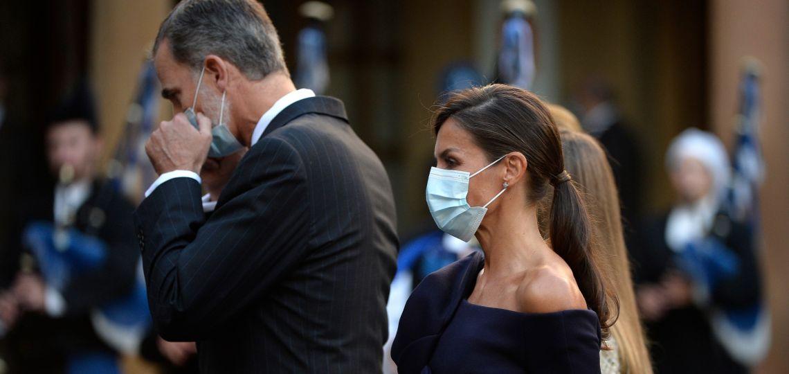 Letizia apuesta por el upcycling y repite un vestido de Carolina Herrera