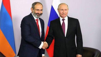 Putin con el primer ministro armenio, Nikol Pashinián