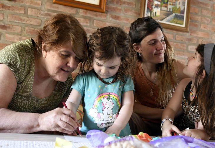 Las familias planean el Día de la Madre en la nueva normalidad. Foto de Ernesto Pagés.