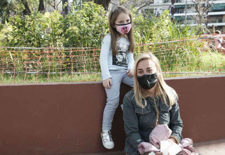 Las familias planean el Día de la Madre en la nueva normalidad. Foto de Néstor Grassi.