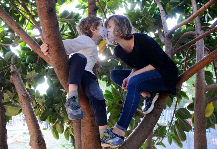 Las familias planean el Día de la Madre en la nueva normalidad. Foto de Pablo Cuarterolo.