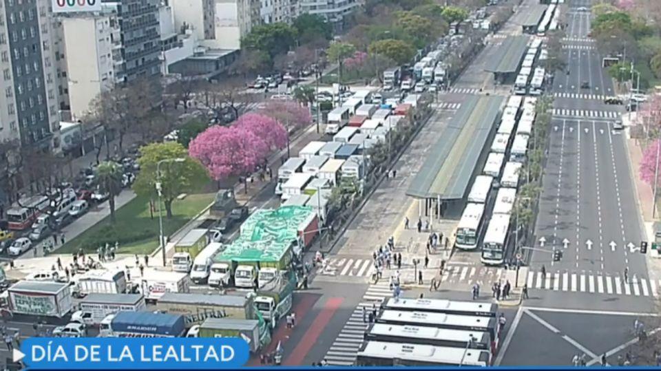 La postal matinal de la avenida 9 de Julio, por la movilización de un sector de la CGT en este 17 de octubre.