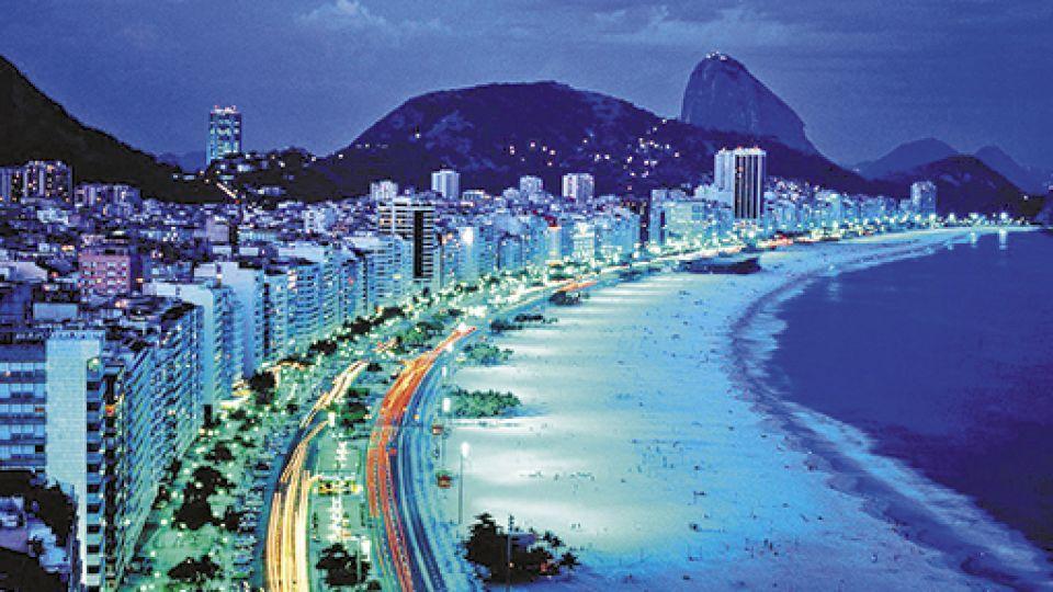 COPACABANA. En Rio de Janeiro, uno de los destinos de Brasil a los que, por ahora, se puede acceder solo vía aérea.