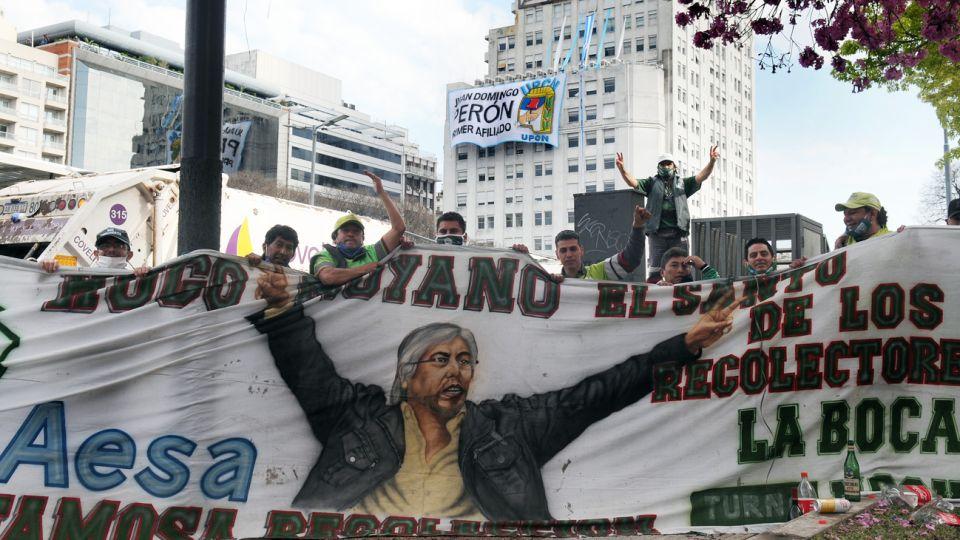 preparativos de la caravana de sindicalistas por 17 de octubre en avenida 9 de julio