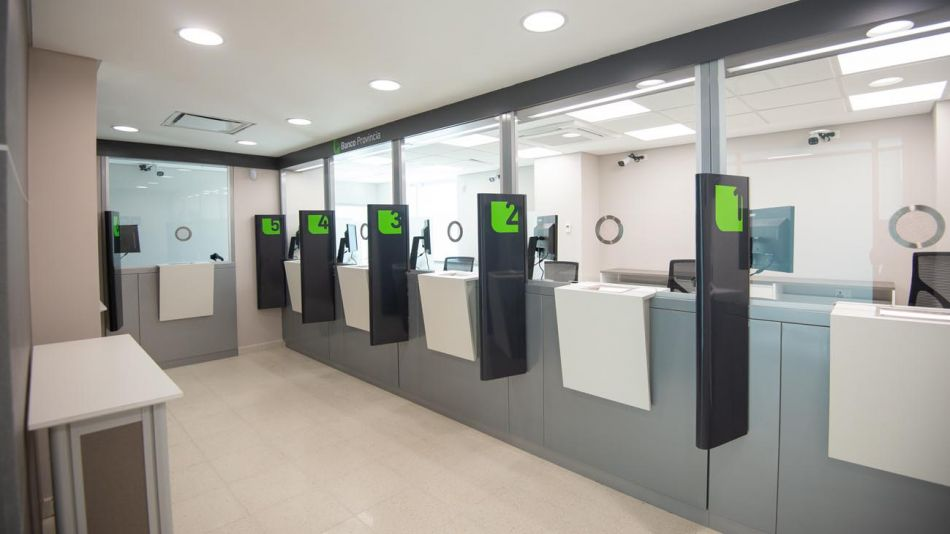 Kicillof inauguró un nuevo centro de salud y una sucursal del Banco Provincia en Ezeiza  20201021