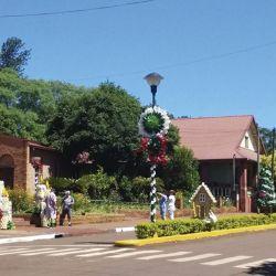La misionera ciudad de Capioví comenzó en 2008 una tradición: adornar la avenida principal con escenas navideñas y ya es un clásico de todos los diciembres.