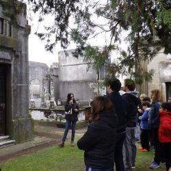 Visita guiada por el cementerio de Lobería.