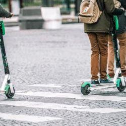 Se debe circular por la derecha, si no existen carriles exclusivos para ciclo rodados.