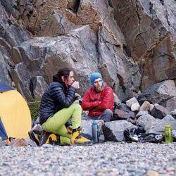 La sopa caliente al final del día y la indumentaria con capuchas bien cerradas para enfrentar el frío y el viento eran algunos de los infaltables.