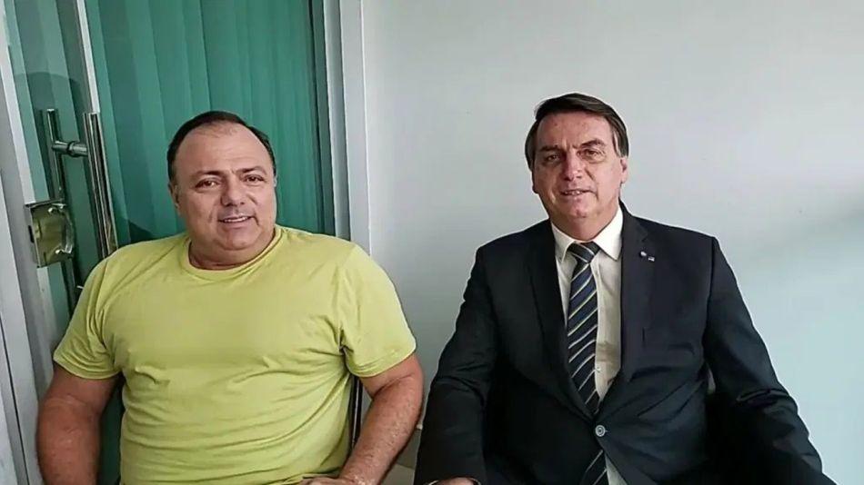 El presidente Jair Bolsonaro junto a su ministro de Salud 20201023