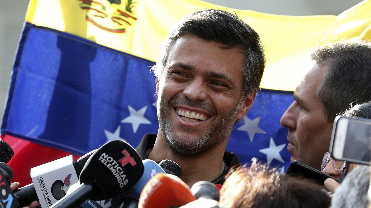 Venezuela: Leopoldo López pudo salir de la embajada española y viajó a Colombia