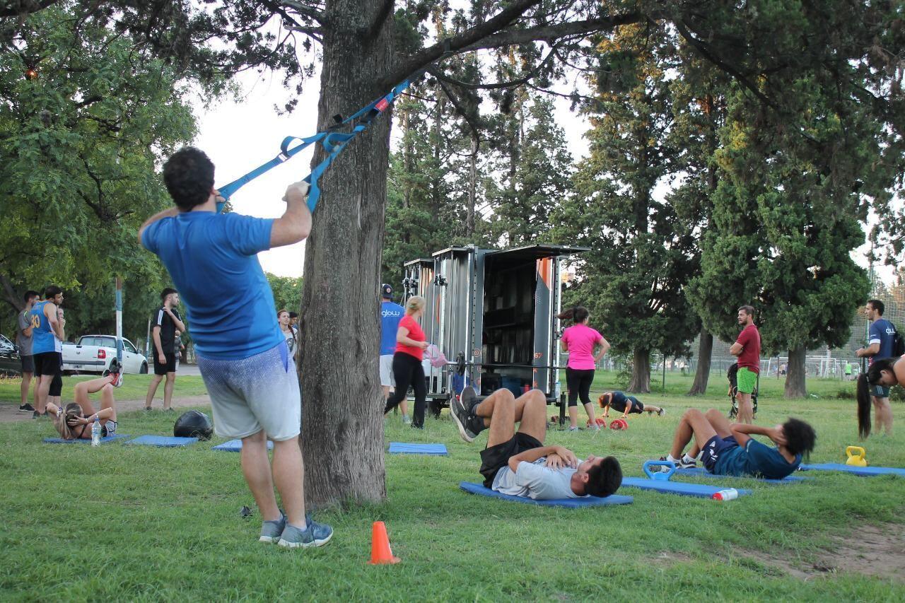 ESPACIOS PÚBLICOS. La nueva modalidad de gimnasios para profesores y personal trainers, por una cuota mensual o 'a la gorra'.