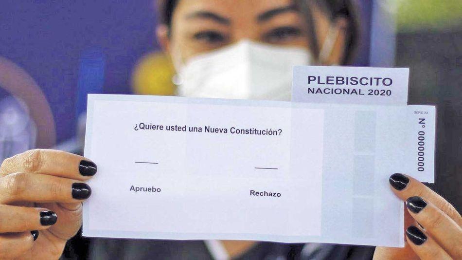 20201025_chile_vota_constitucion_boletas_plebiscito_afp_g