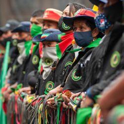 Colombia, Bogotá: miembros de las comunidades indígenas de Colombia participan en una sentada en el Palacio de Los Deportes en medio de protestas contra el gobierno del presidente Iván Duque Márquez. | Foto:Chepa Beltran / DPA