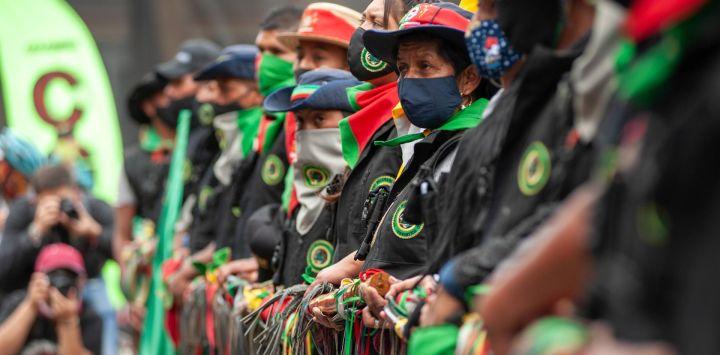 Colombia, Bogotá: miembros de las comunidades indígenas de Colombia participan en una sentada en el Palacio de Los Deportes en medio de protestas contra el gobierno del presidente Iván Duque Márquez.