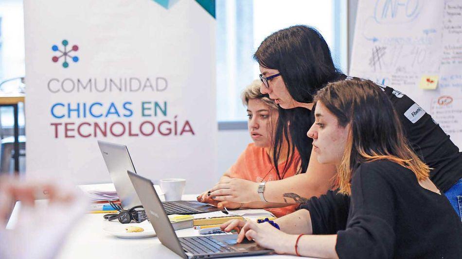 20201025_tecnologia_chicas_gzacet_g