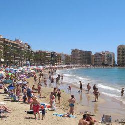 La distancia social en la playa de Alicante.