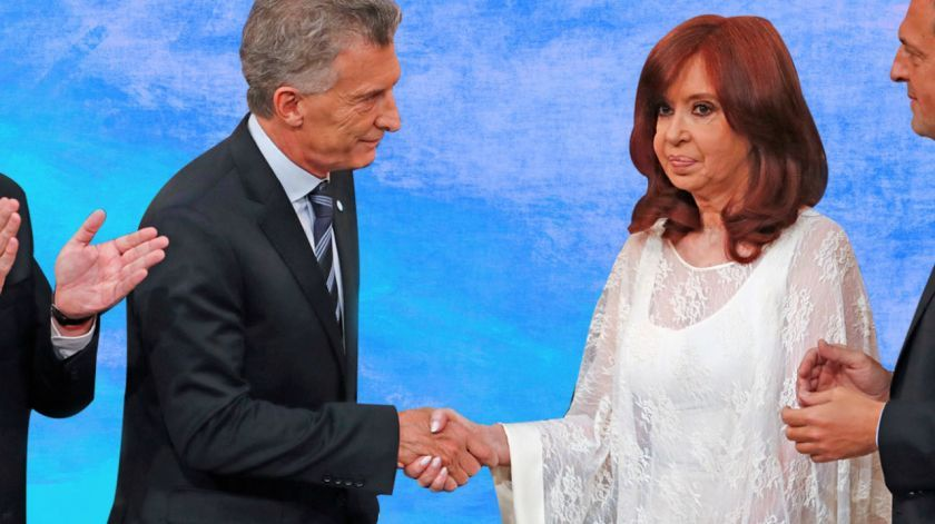 Frío saludo entre Mauricio Macri y Cristina Kirchner