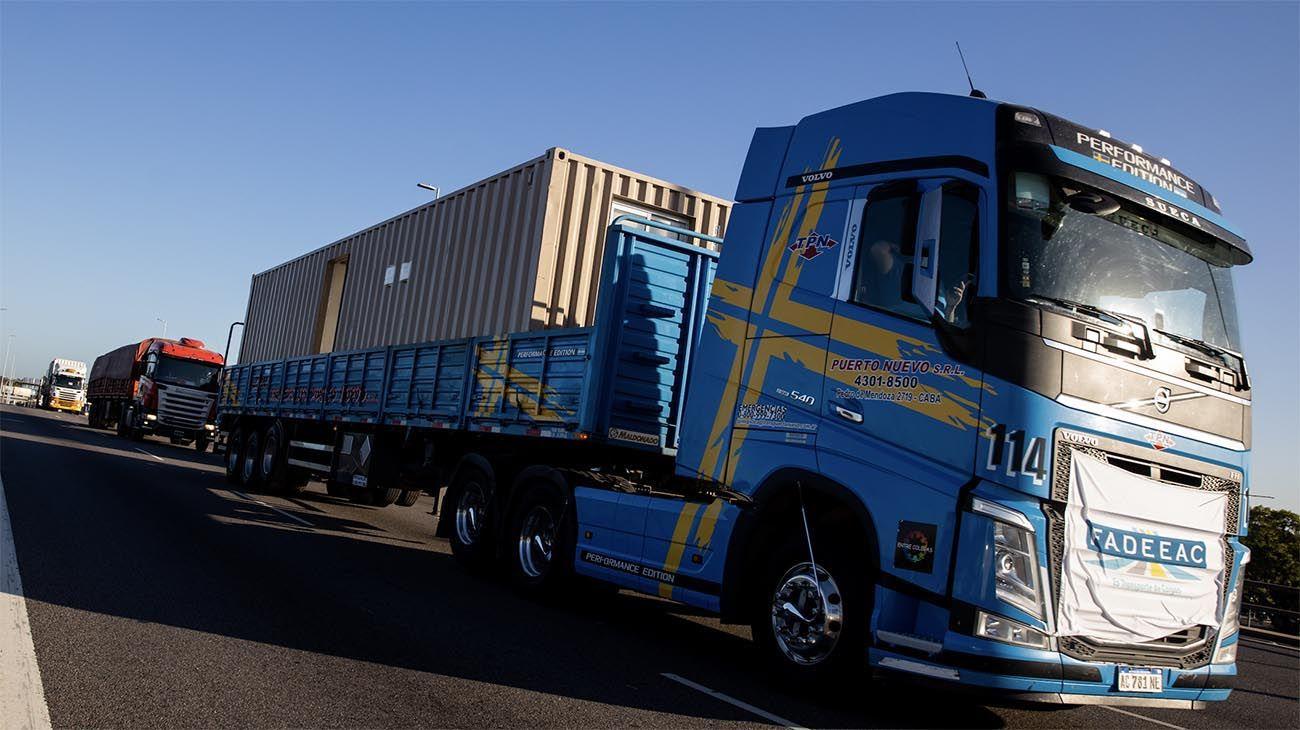 Insumos atados al dólar y acuerdo paritario aceleran los costos del transporte de cargas para el último trimestre