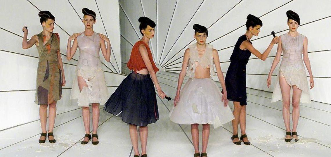 8 de los desfiles de moda más emblemáticos para ver en YouTube