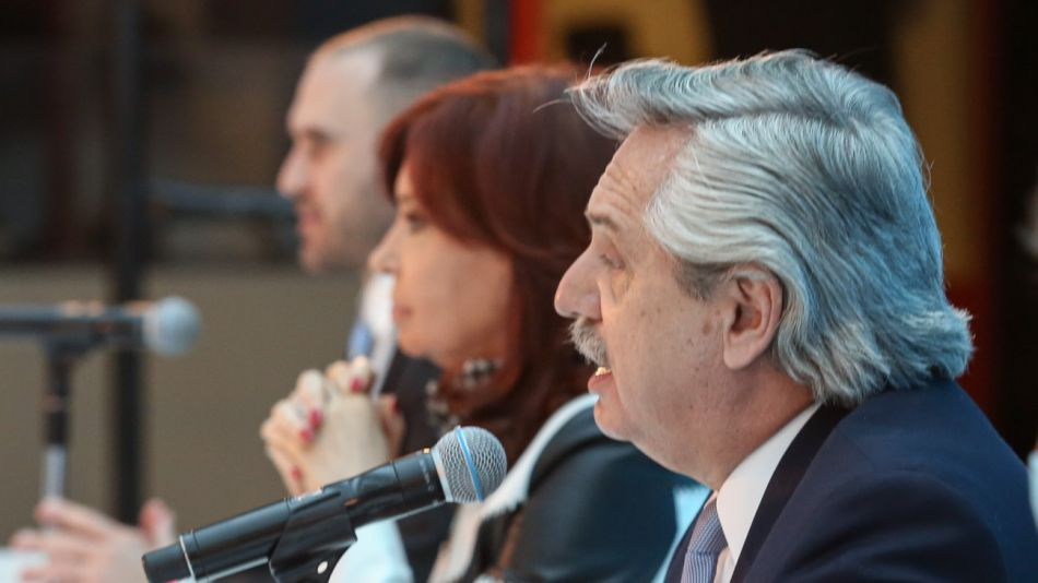El presidente Alberto Fernández y la vicepresidenta Cristina Kirchner con Martín Guzmán