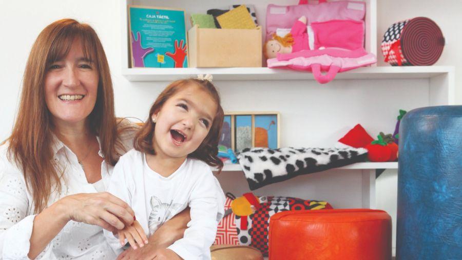 Una mamá emprendedora creó juguetes para chicos con discapacidad