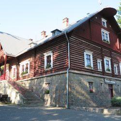 La antigua cabaña de caza de Pardubice alberga actualmente un museo de pan de jengibre. La tradición pastelera de los bizcochos en forma de corazón se remonta al siglo XVI. Foto: Larissa Loges/dpa