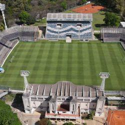 Tras 7 meses sin fútbol, hoy empieza la Copa de la Liga Profesional. El primer partido será en el estadio de Gimnasia y Esgrima La Plata. Cómo se ve desde un dron.