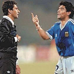 Mundial de Italia 90. Maradona le protesta al árbitro Codesal, protagonista de la final ante Alemania.  // Cedoc Perfil