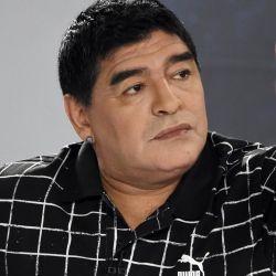 ¿Todo bien, Diego? Maradona levanta el pulgar.  // Cedoc Perfil