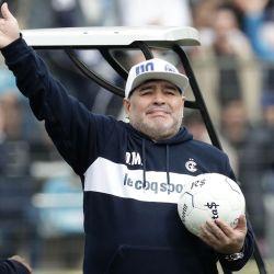 Diego Maradona en su etapa como director técnico de Gimnasia y Esgrima La Plata.  // Cedoc Perfil