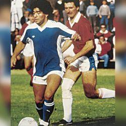 Maradona en un picado de fútbol con Mauricio Macri.  // Cedoc Perfil