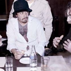 Dos ídolos populares, frente a frente: Maradona y Charly García.  // Cedoc Perfil