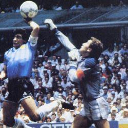 """La emblemática """"Mano de Dios"""". El gol de Maradona a los ingleses en el Mundial de México 1986. // Cedoc Perfil"""