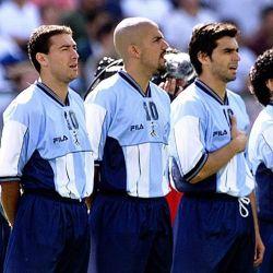 Diego Maradona en uno de los tantos partidos homenajes de los que participó con ex jugadores de la Selección. // Cedoc Perfil