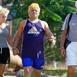 Diego Maradona, con Claudia Villafañe (ex mujer) y Guillermo Coppola (ex representante). // Cedoc Perfil