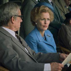 Gillian Anderson como Margaret Thatcher en The Crown