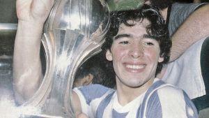 Diego celebra la conquista del Mundial Juvenil en 1979.