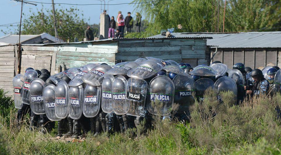 Operativo de desalojo en Guernica, Provincia de Buenos Aires. Fotos de Pablo Cuarterolo.