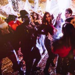 Los bares del centro porteño son el lugar elegido por los adolescentes y adultos para festejar la Noche de Brujas.