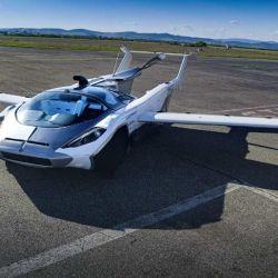 Durante el ensayo, AirCar realizó dos aterrizajes y dos despegues y voló alrededor de 460 metros.
