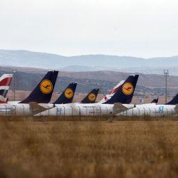 Como si esta situación no fuera lo suficientemente compleja, en estos momentos no existe un mercado para las aeronaves de pasajeros de segunda mano.