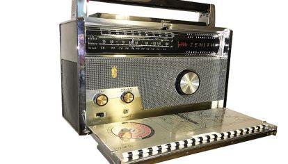 RADIOS ANTIGUAS. Radio Zenith Trans Oceanic Royal 1000-D (año 1959), uno de los objetos de colección de Germán Morelli.