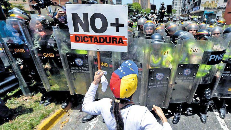 En las calles. La violencia policial es aun más brutal que la chilena o colombiana, pero es invisible para muchos observadores.
