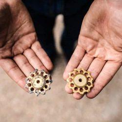 Los rodamientos son piezas fundamentales, ya que permiten el movimiento de giro entre dos piezas unidas mediante la rodadura.