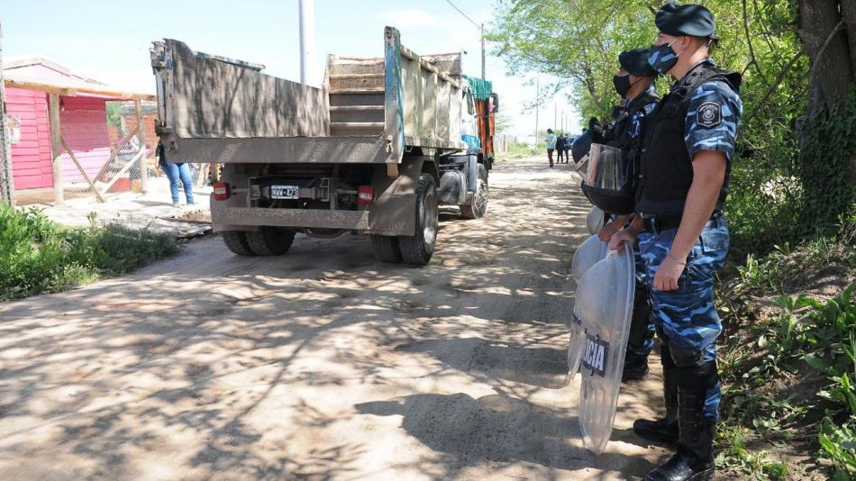 Desalojo de tierras en Escobar 20201103